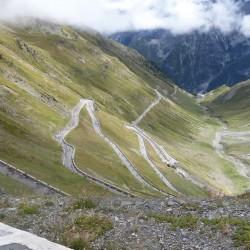 Blick auf die Serpentinen hinunter zur Franzenshöhe