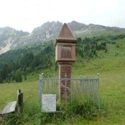 Rennradführer Trentino Nord / Denkmal am Pass