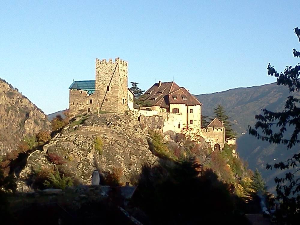 Reinhold Messners Schloss Juval am Eingang ins Schnalstal