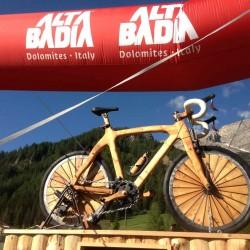 Holzskulptur beim Sella Ronda Bikeday