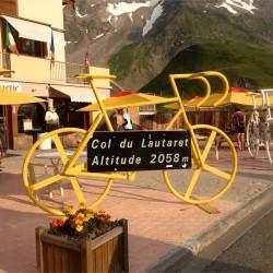 Rennradskulptur am Col du Lautaret