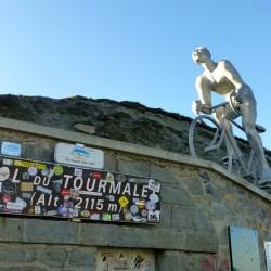 Rennradtour Pyrenäen / Rennfahrerskulptur