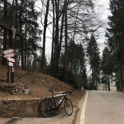 Passhöhe Croce delle Serre im Wald