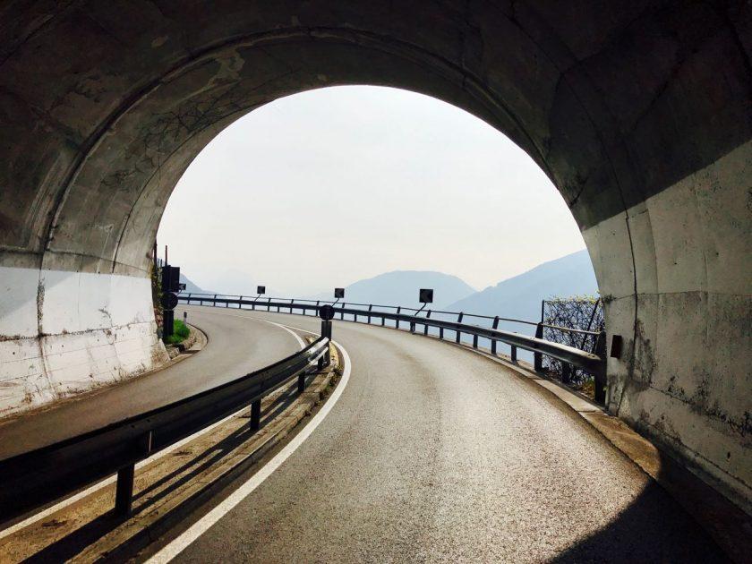 Rennradler Tunnelblick nach Jenesien